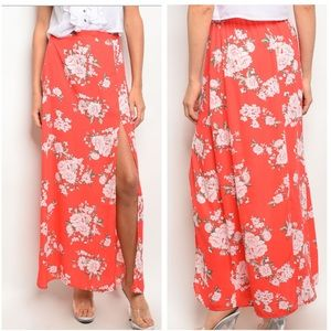 ❌CLEARANCE❌ TOMATO SIDE SLIT FLORAL MAXI SKIRT